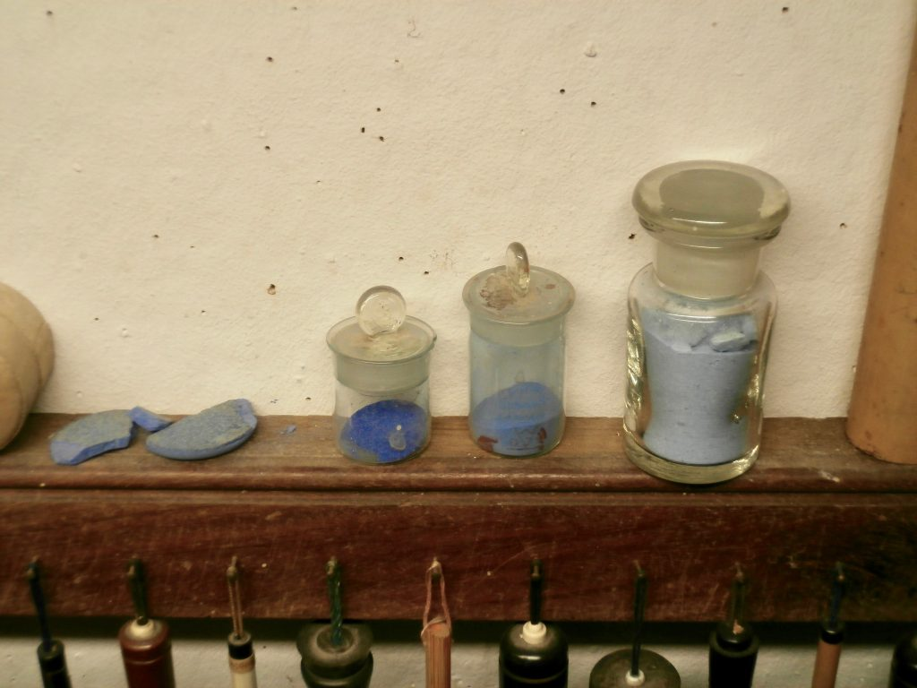 Eigen fabrikaat blauw van lapis lazuli